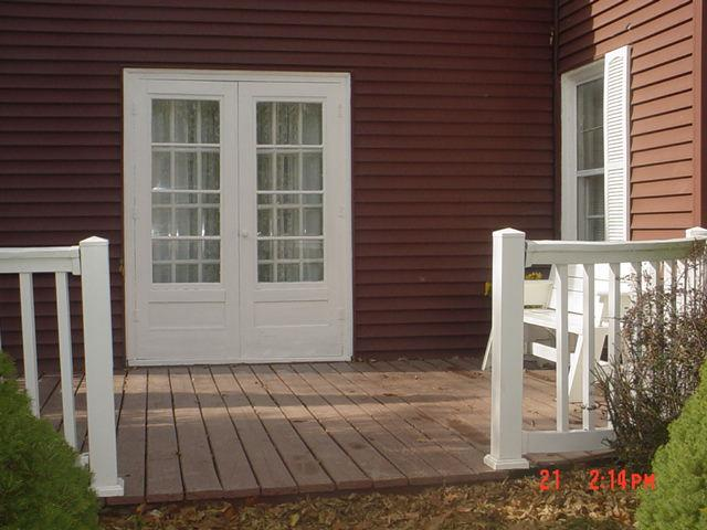 Deck with Curved Railing